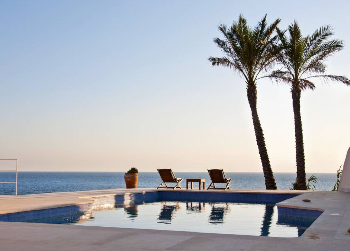Frontline to sea, villa with a guest house with Ibiza sunsets
