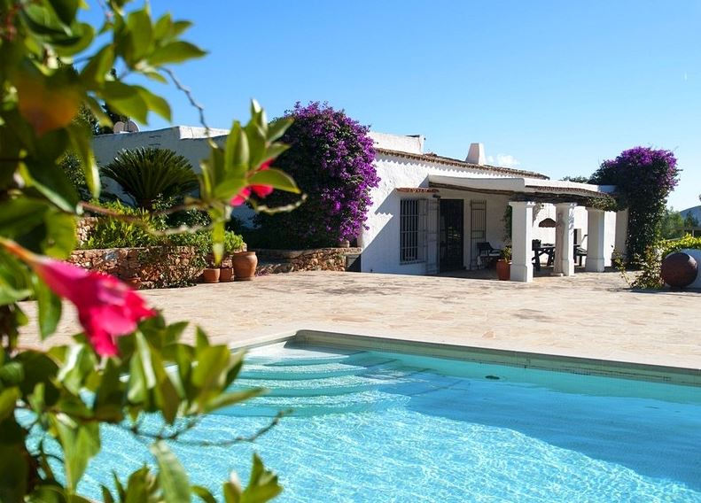 Country finca for sale near Santa Eularia with 7 bedrooms