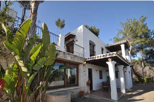 Traditional finca style home reduced for quick sale in San Juan