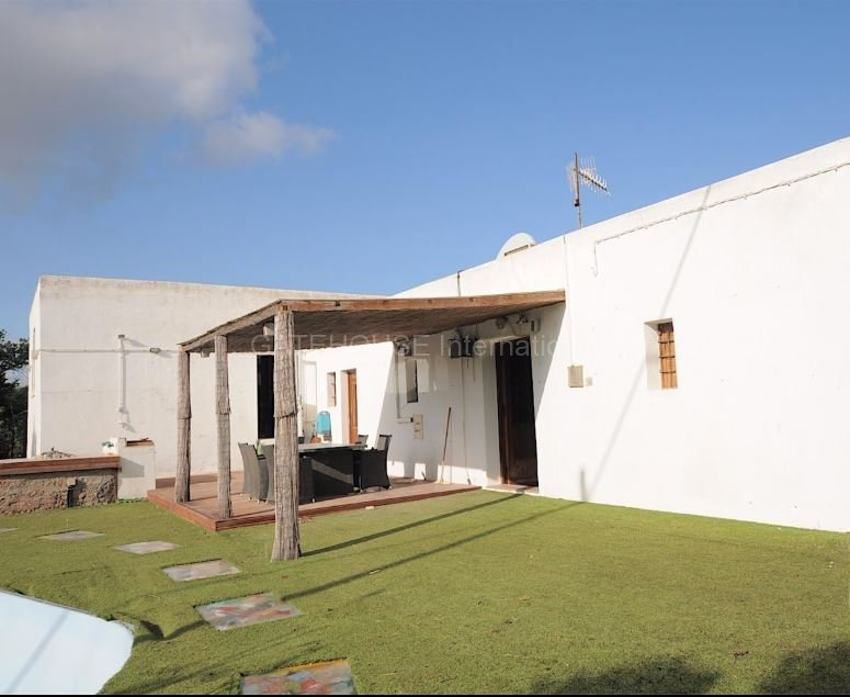 Refurbishment opportunity for sale in the centre of the island