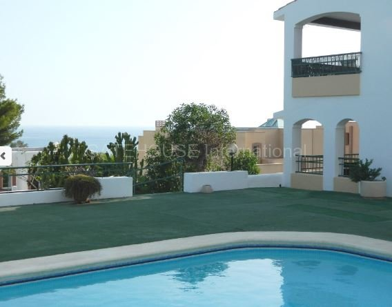 Sunny apartment for sale in Cala Carbo