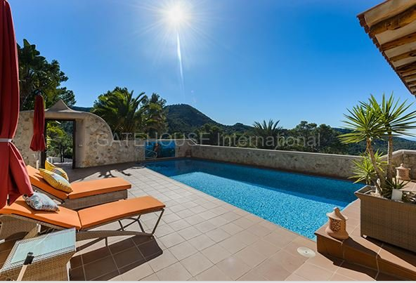 Detached countryside and sea view villa in San Jose