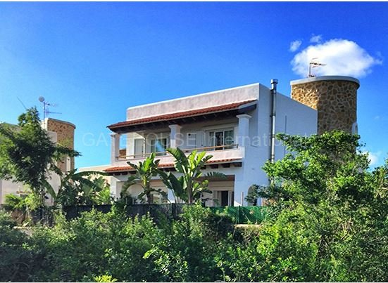 Villa for sale with guest apartment close to the beach in Santa Eularia