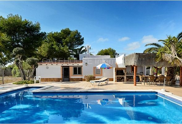 Detached villa with three guest apartments close to Playa den Bossa
