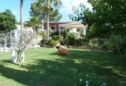 Villa with guesthouse within walking distance to Cala Lenya beach_1