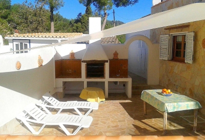 Villa with guesthouse within walking distance to Cala Lenya beach_9
