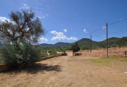 traditional finca with renovation potential.jpg_3