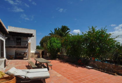 traditional finca with renovation potential.jpg_4