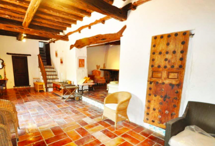 traditional finca with renovation potential.jpg_7