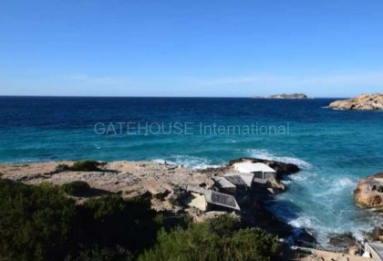 Townhouse for sale in Cala Tarida first line to the sea_2