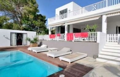 Modern house close to the beaches in Cala Conta_s