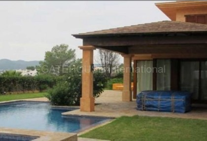 Property with pool and heliport in Talamanca_2