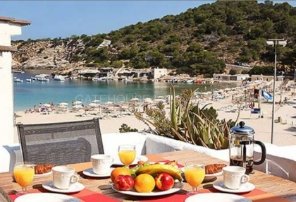 Two bedroom beachfront apartment for sale in Cala Vadella_s