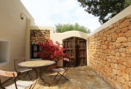Three bedroom house for sale in Santa Eularia with guest apartment_3