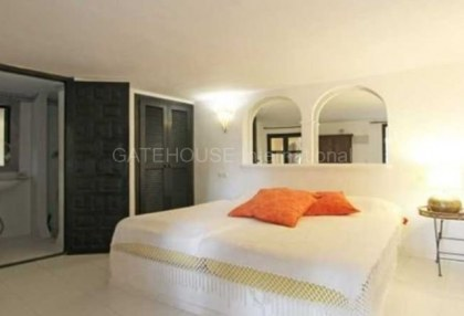 Three bedroom house for sale in Santa Eularia with guest apartment_5