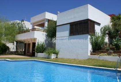 House with sea views for sale in Talamanca_1