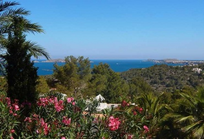 Renovated detached house with guest apartment and sea and sunset views_14