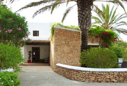 direct-ibiza-holiday-villa-rentals-4-bedrooms-sleeps-10-3