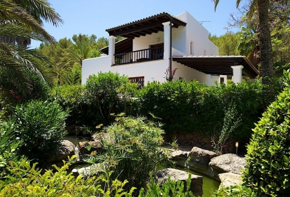 Direct Ibiza holiday villa rentals 4 bedrooms, sleeps 10 18
