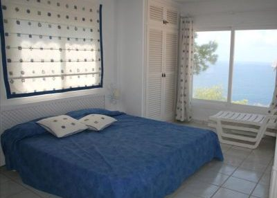 Charming 3 bedroom property with sea views_10