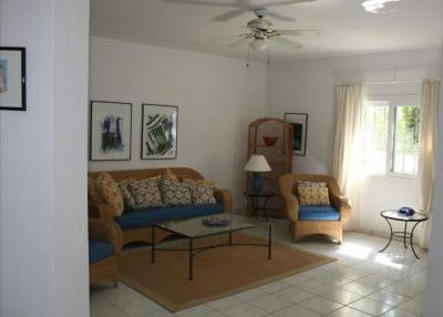 Charming 3 bedroom property with sea views_5
