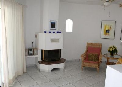 Charming 3 bedroom property with sea views_6