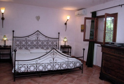 charming-4-bedroom-house-for-sale-in-can-furnet-ibiza-with-countryside-views-8