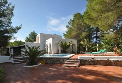 3 bedroom finca for sale Santa Eularia Ibiza with countryside views 18