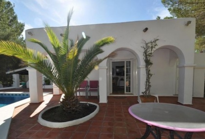 3 bedroom finca for sale Santa Eularia Ibiza with countryside views 19