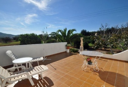 Cottage style holiday home for sale Santa Gertrudis Ibiza countryside views 16