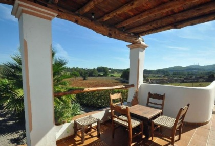 Cottage style holiday home for sale Santa Gertrudis Ibiza countryside views 2