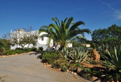 Cottage style holiday home for sale Santa Gertrudis Ibiza countryside views 3