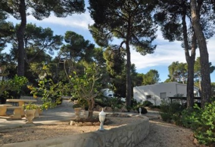 Home offered for sale close to Cala Vadella and requiring an update_a