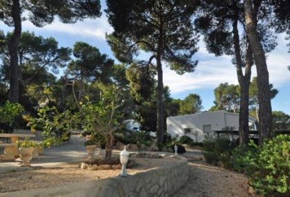 Traditional home offered for sale close to Cala Vadella and requiring an update_1