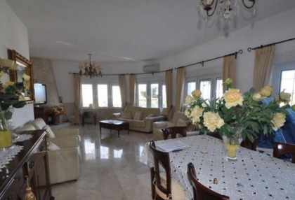 Traditional home offered for sale close to Cala Vadella and requiring an update_12