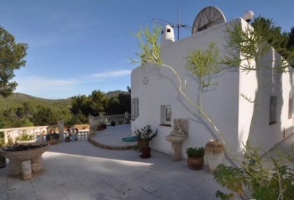 Traditional home offered for sale close to Cala Vadella and requiring an update_15