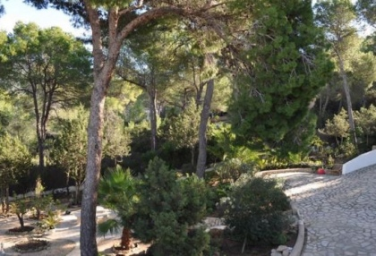 Traditional home offered for sale close to Cala Vadella and requiring an update_16