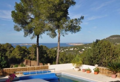 Traditional home offered for sale close to Cala Vadella and requiring an update_5