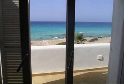Formentera villa frontline to the sea with guest annexe apartment 2