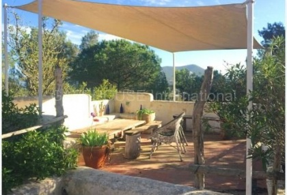 Authentic finca for sale within walking distance of Santa Eularia_1