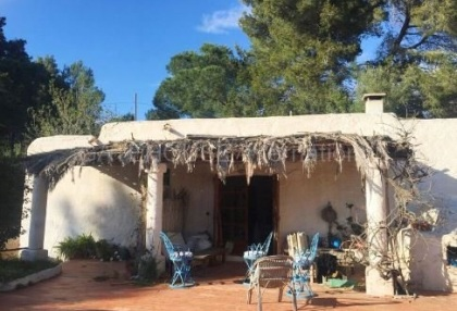 Authentic finca for sale within walking distance of Santa Eularia_3