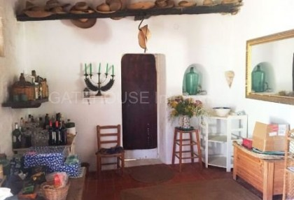 Authentic finca for sale within walking distance of Santa Eularia_4JPG