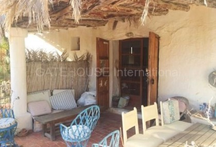 Authentic finca for sale within walking distance of Santa Eularia_8.