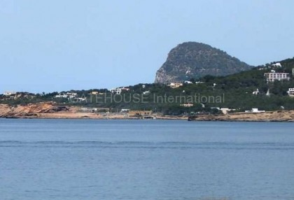 First line sea view apartment for sale in cala de bou_1
