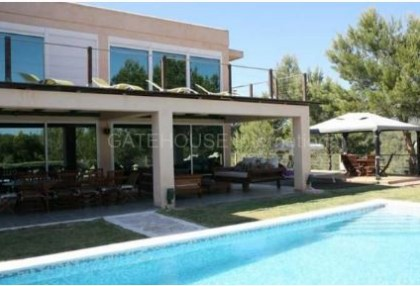 Modern villa with countryside views in Cala Jondal_s
