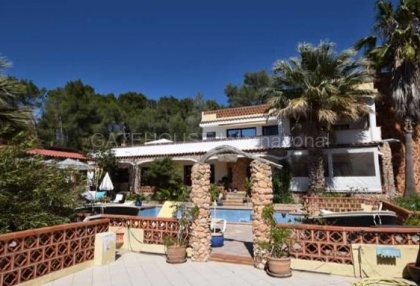Detached villa for sale converted to 5 apartments in Santa Eularia_10