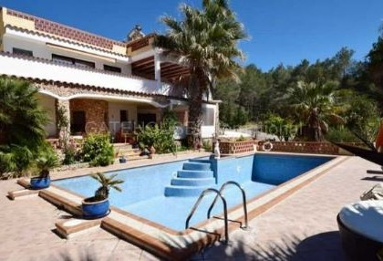 Detached villa for sale converted to 5 apartments in Santa Eularia_s
