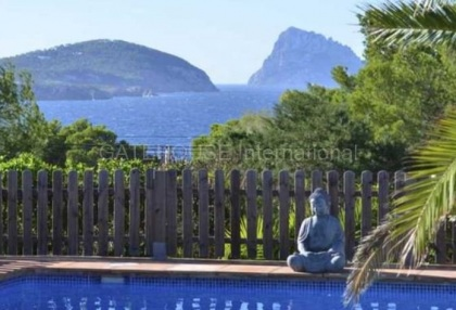 House with sea views in Cala Conta_8