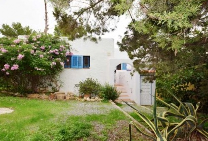 Renovated house for sale in Cala Tarida_1