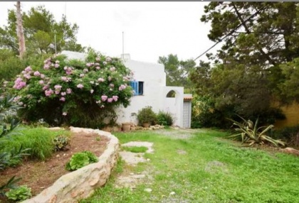 Renovated house for sale in Cala Tarida_2